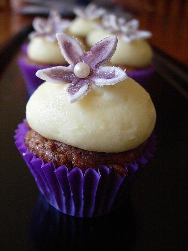 Aubergine cupcake
